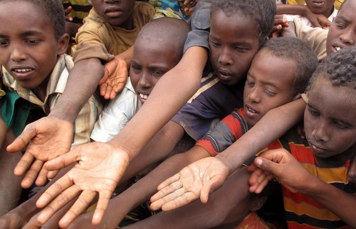 Глобальные проблемы: голод и образование.