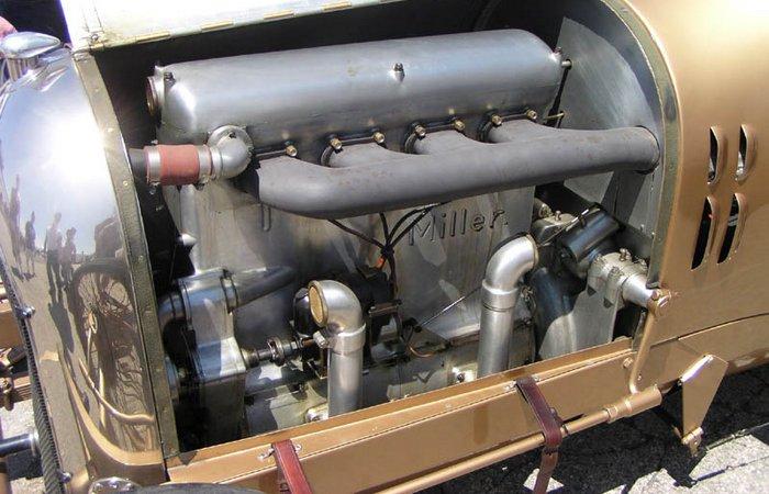 4,7-литровый четырехцилиндровый двигатель «Golden submarine».
