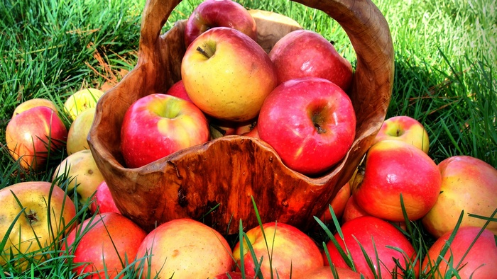 Яблоки помогут проснуться утром.