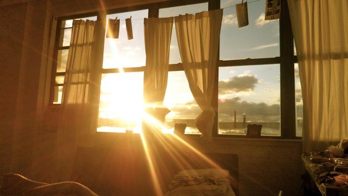 Свет поможет проснуться утром.