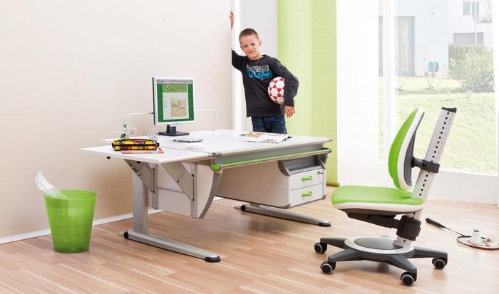 Хорошее приобретение: письменный стол и стул.