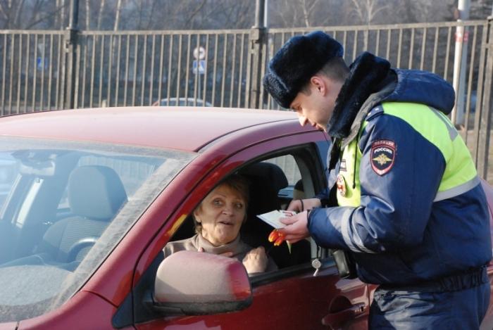 Полицейский обязан представиться.