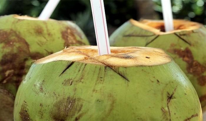 Жидкость незрелых кокосов.