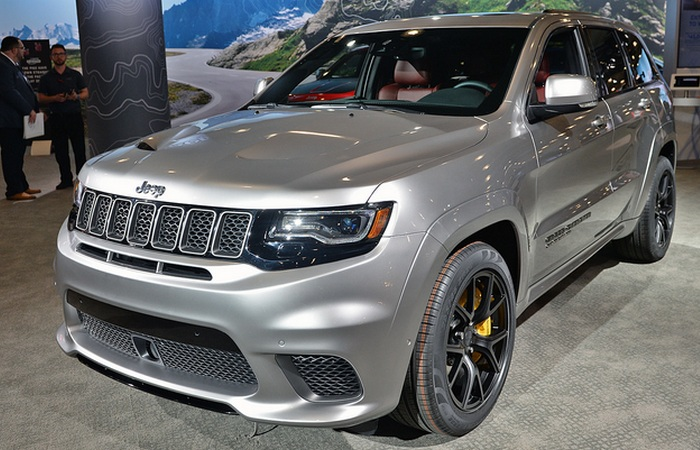 Автомобиль Jeep Grand Cherokee.