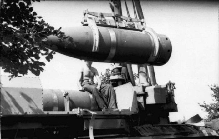 Далеко, громко, мощно, пыль и крайне бесполезно била такая артиллерия.