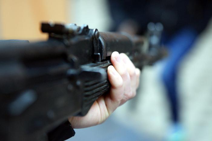 Калашников в действительности использует весьма паршивые патроны. |Фото: mkchita.ru.