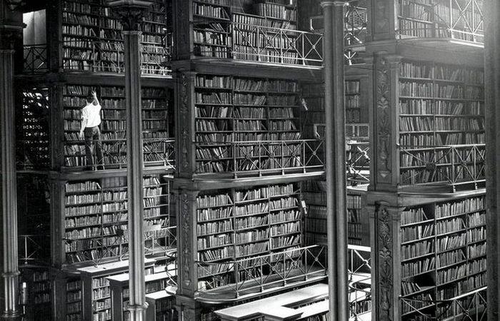 Старая Главная публичная библиотека.