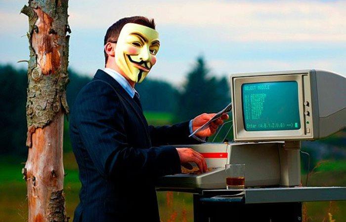 Специалист по цифровой безопасности решил попугать пользователей.