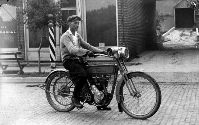 Дон Уитлок на Harley Davidson. Декабрь 1915