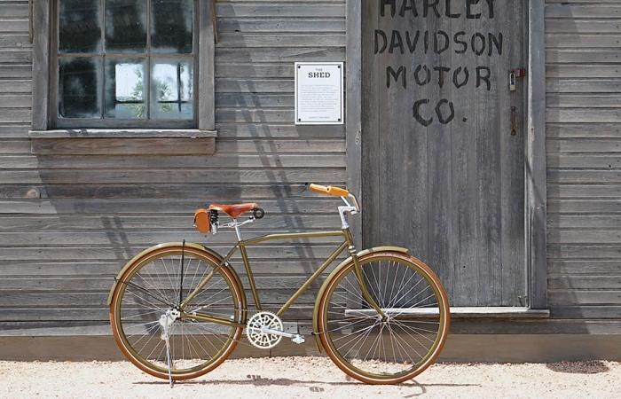 Реплика легендарного велосипеда.