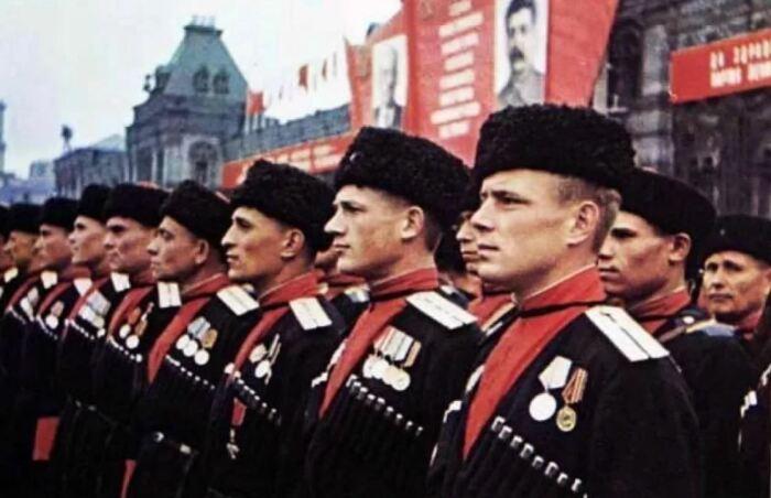 Вслед за казаками Империи носили газыри и казаки Советского Союза. |Фото: ya.ru.