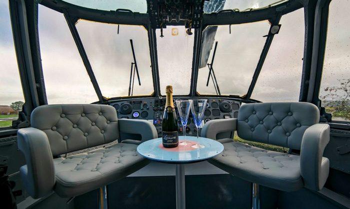 «Место пилотов» вертолета ZA127 Sea King.
