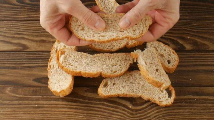 Сушим хлеб около часа.