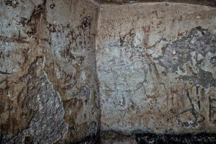 Скрытый текст: 2000-летнее еврейское граффити.