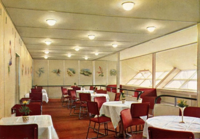 Ресторан для гостей.