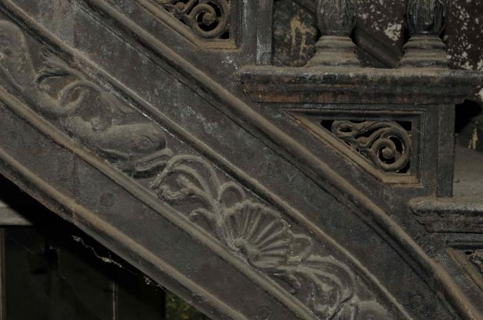 Фрагмент лестницы.