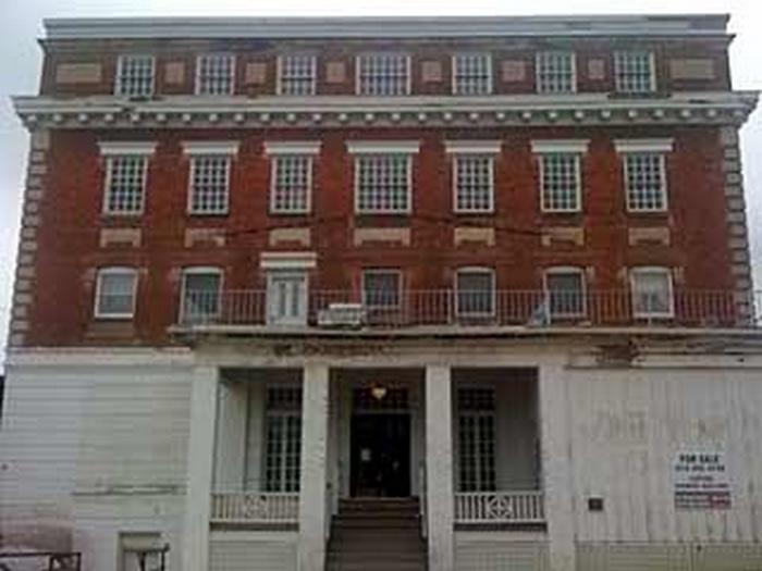 Отель Colonial.