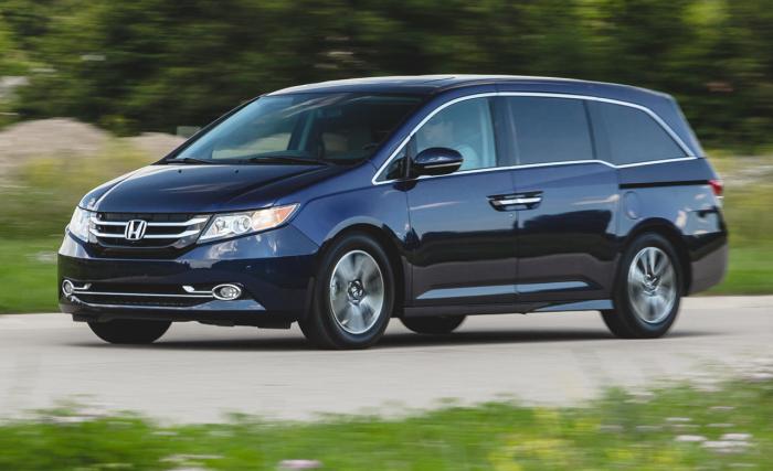 Honda Odyssey: скромный салон и комфортная езда.