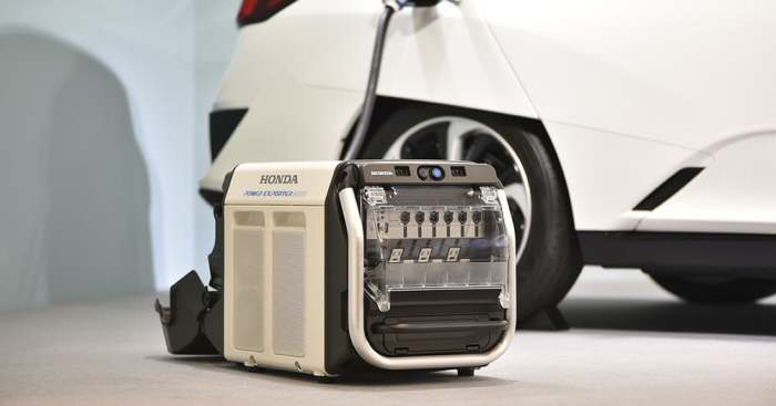 Переносной аккумулятор от Honda.