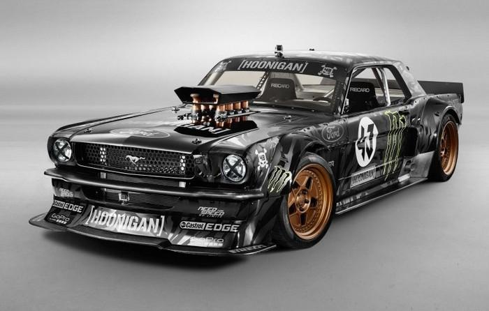 Гоночный суперкар в стилистике Ford Mustang Hoonicorn.