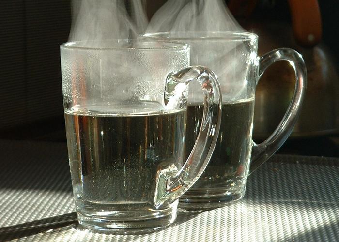 Почему полезно пить теплую воду.