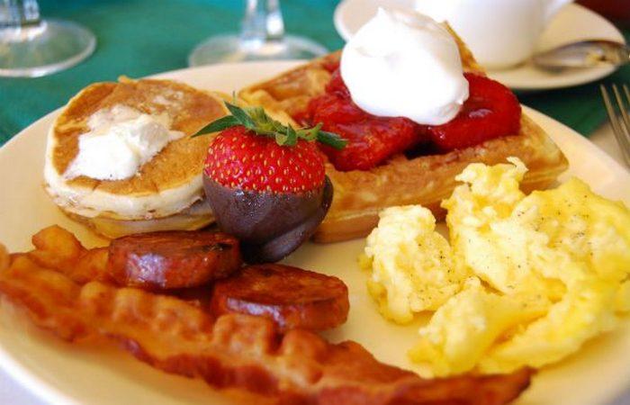 Готельні тонкощі: безкоштовний сніданок.