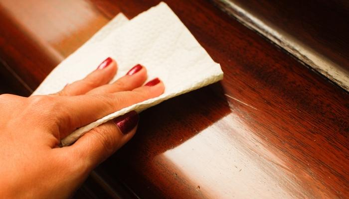 Смертельно опасно: средство для полировки мебели.