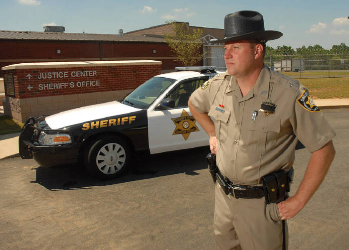 Американский шериф: почему он не полицейский, что он делает и как им стать