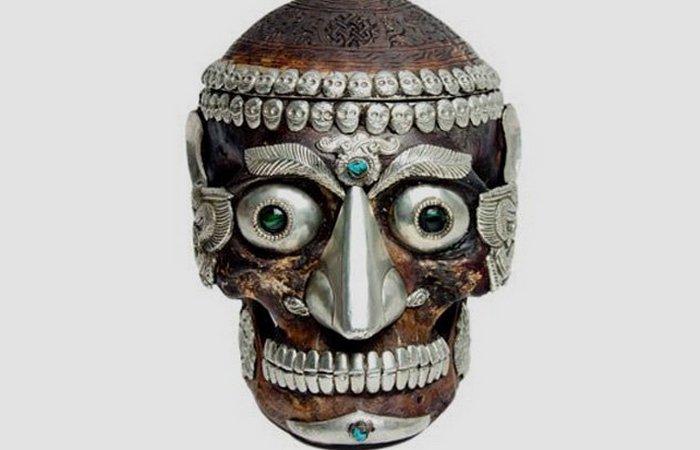 Человеческий череп. Ритуальные капалы.