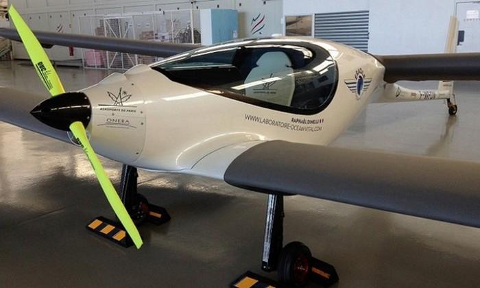 Нybrid - концептуальная модель 2012 года.