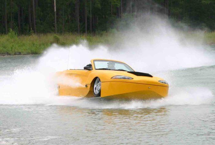 Hydra Spyder - гибрид гоночного кара и моторной лодки.