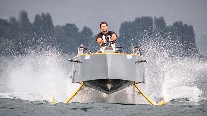 Гибридная яхта HY-X.