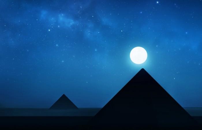 Пирамиды Гизы и Орион.