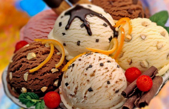 «Вкуснее не придумаешь»: 11 наполнителей для мороженого, которые стоит попробовать хоть раз в жизни