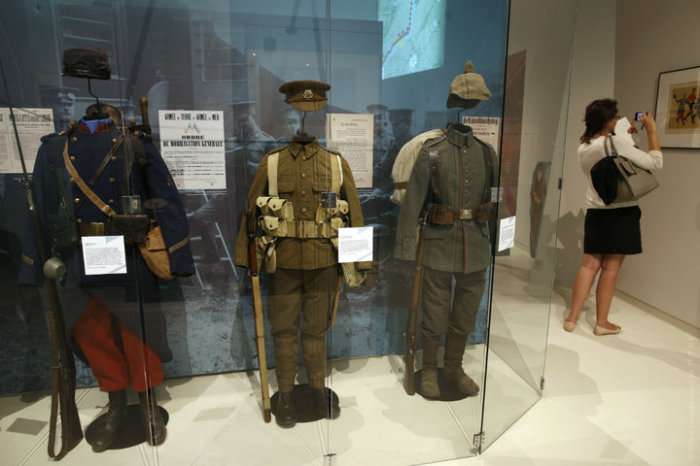 Военная форма французов, британцев и немцев.