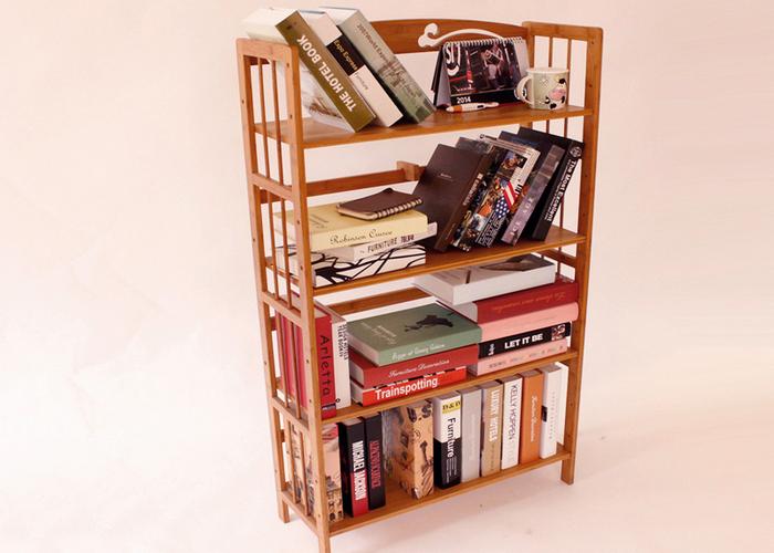 Книги приносят сотрудники из домашних библиотек.