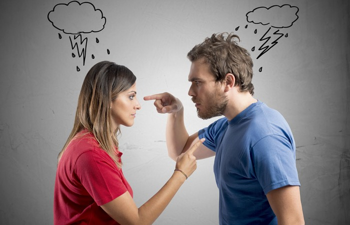 Ссоры влюбленных в магазине случаются часто.