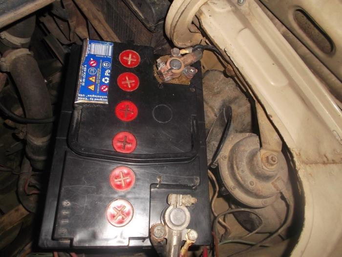 Аккумулятор нуждается в уходе. |Фото: drive2.com.