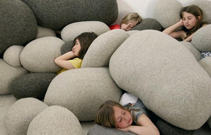 Подушка-камень и другие невероятные подушечные идеи.