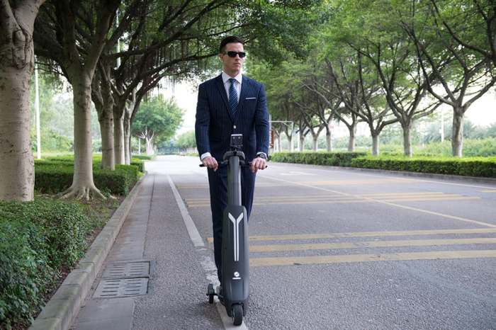 Транспортное средство для деловых мужчин...