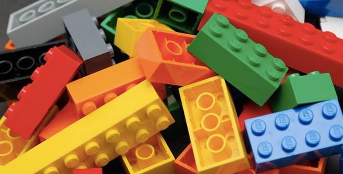 Кирпичики LEGO.
