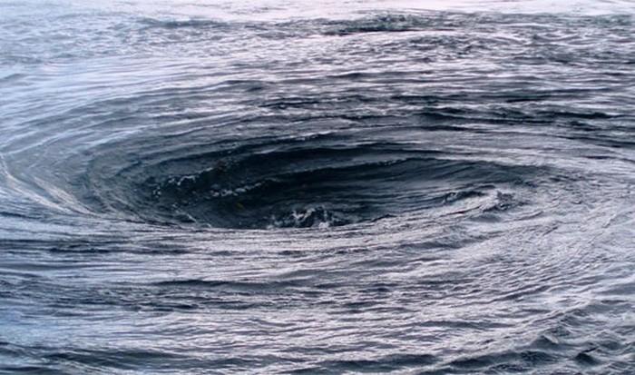 Невероятное природное явление: водовороты.
