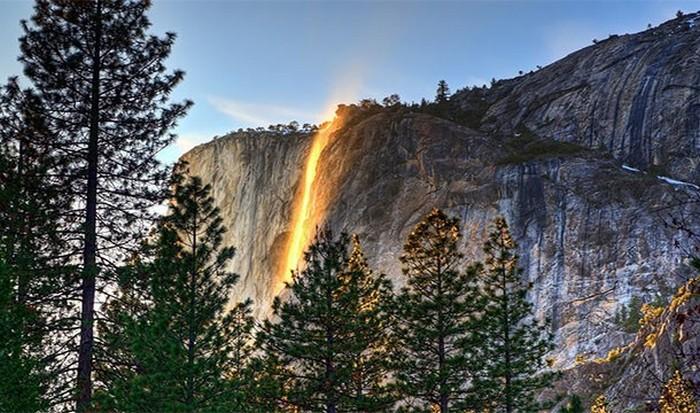 Невероятное природное явление: водопад «Лошадиный хвост».