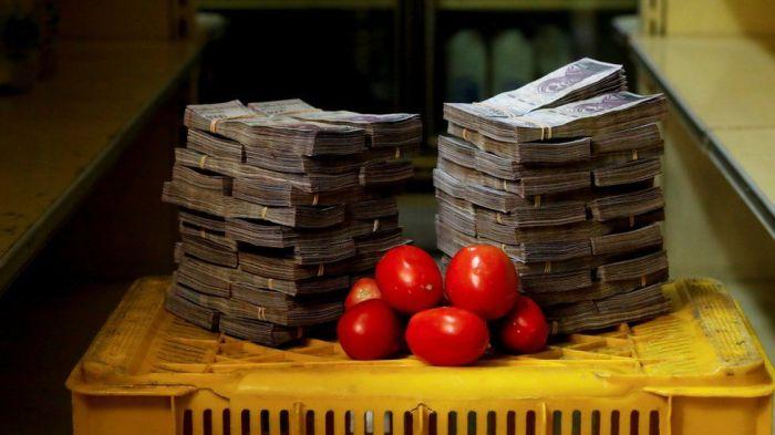 Многие венесуэльцы едва могут позволить себе покупку еды.