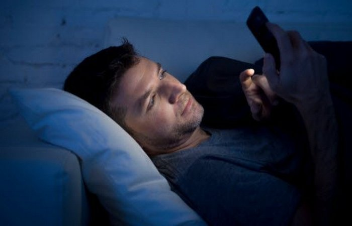 Осторожно! Опасная технология: «синий» свет смартфона.