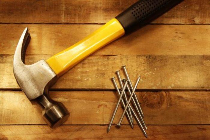 Молоток - важнейший домашний инструмент.