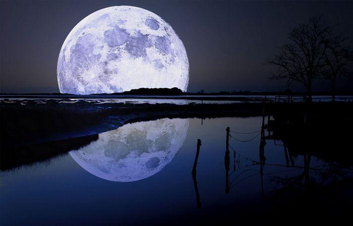 Ежегодно Луна удаляется от Земли на 4 сантиметра.