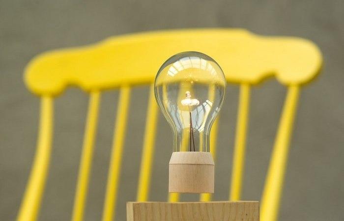 Парящая лампочка.