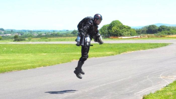 Каждому гражданину - костюм с реактивным двигателем!
