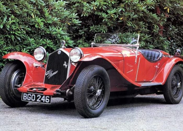 Машина Alfa Romeo 8C из глубин истории.